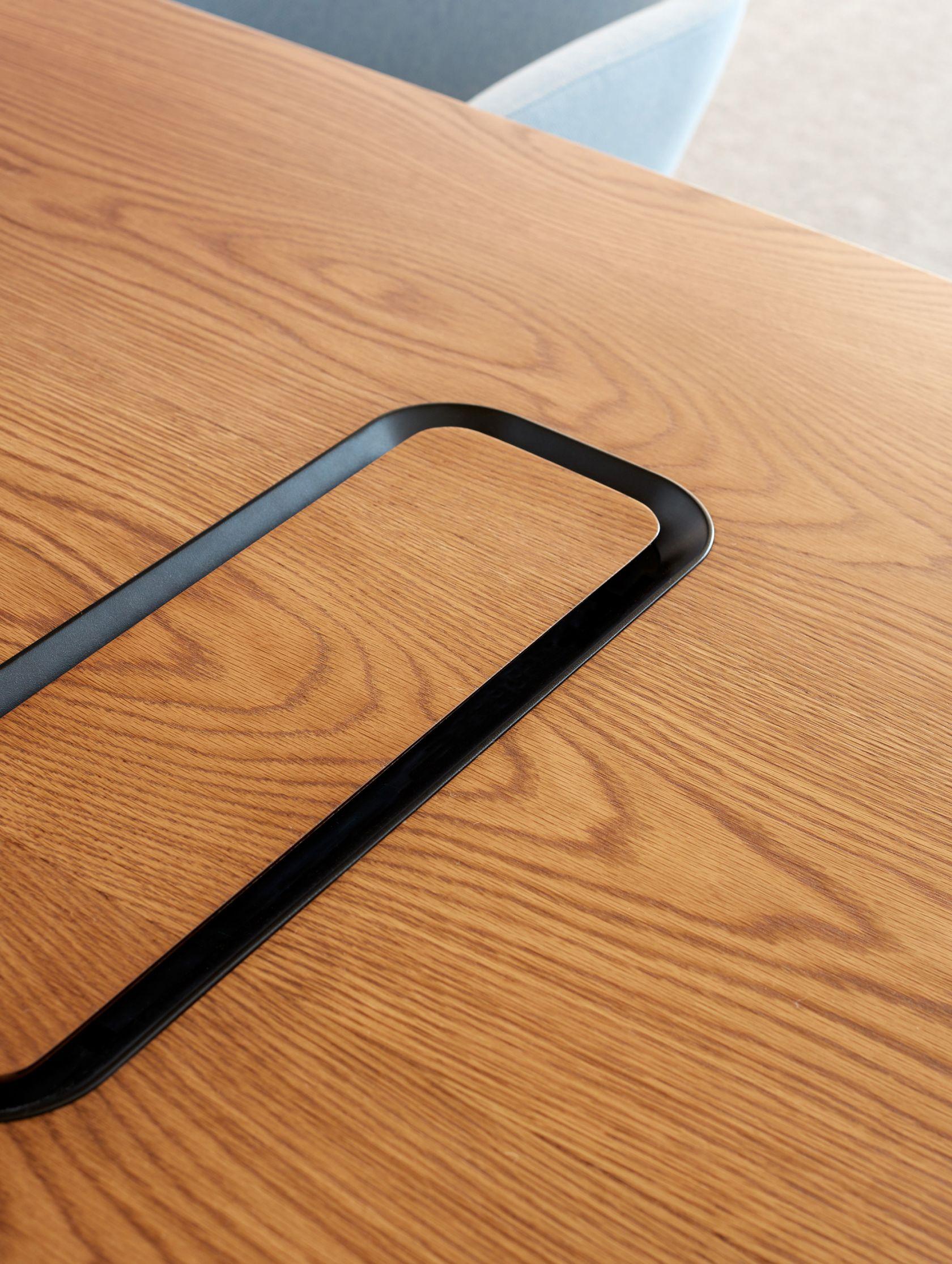 Aire Table woodgrain