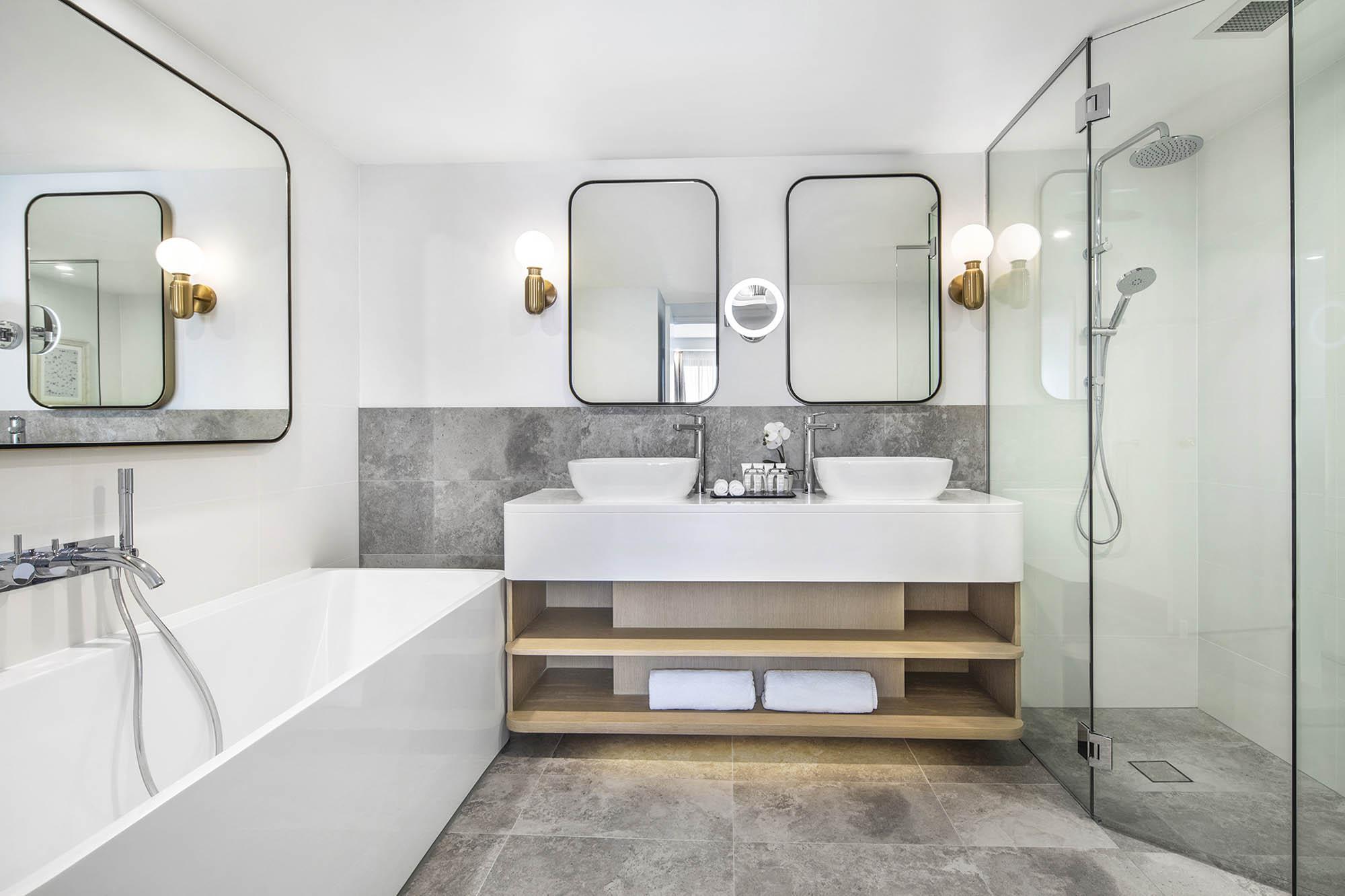 Crowne Plaza Coogee Beach hotel hospitality tourism sydney construction fitout seaside suite bathroom vanity bathtub shower vanity mirrors
