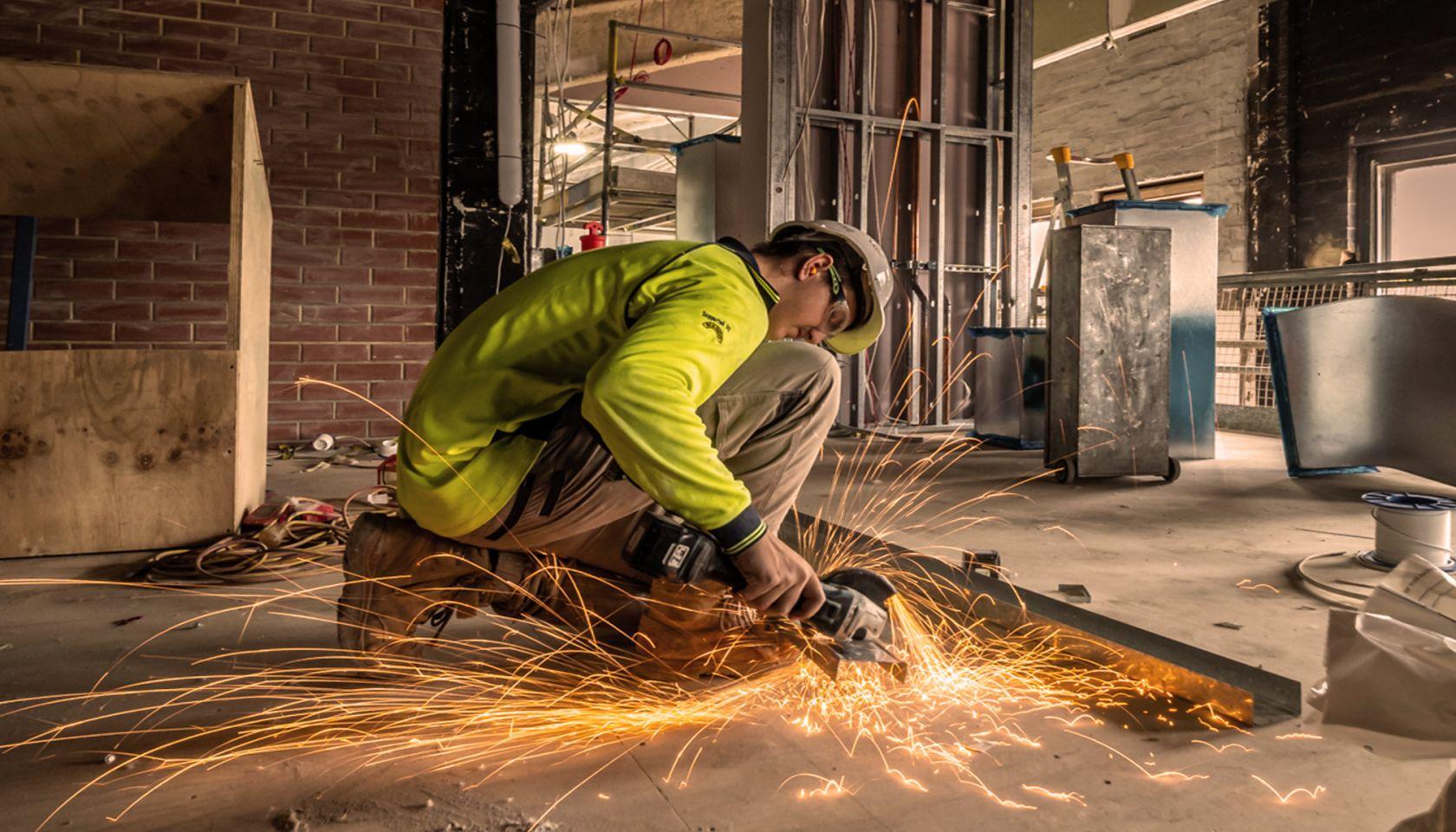 schiavello_construction_design_construct_service_construction_worker.jpg