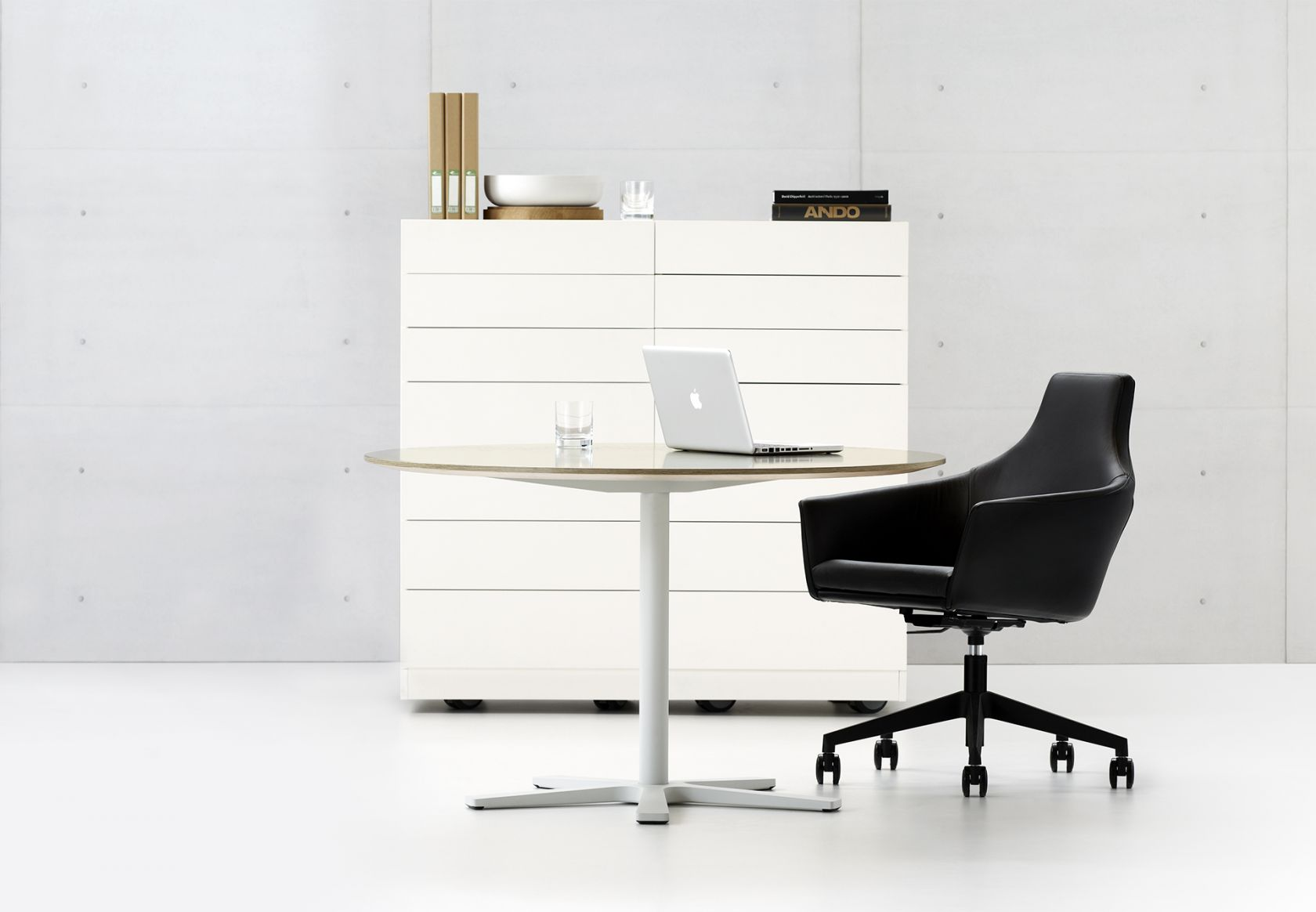 Krossi Table and Palomino Chair