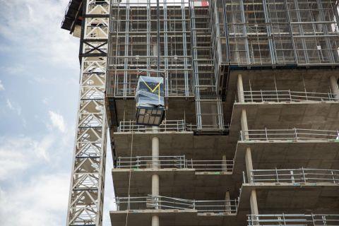 schiavello-modular-construction-bathroom-crane.jpg