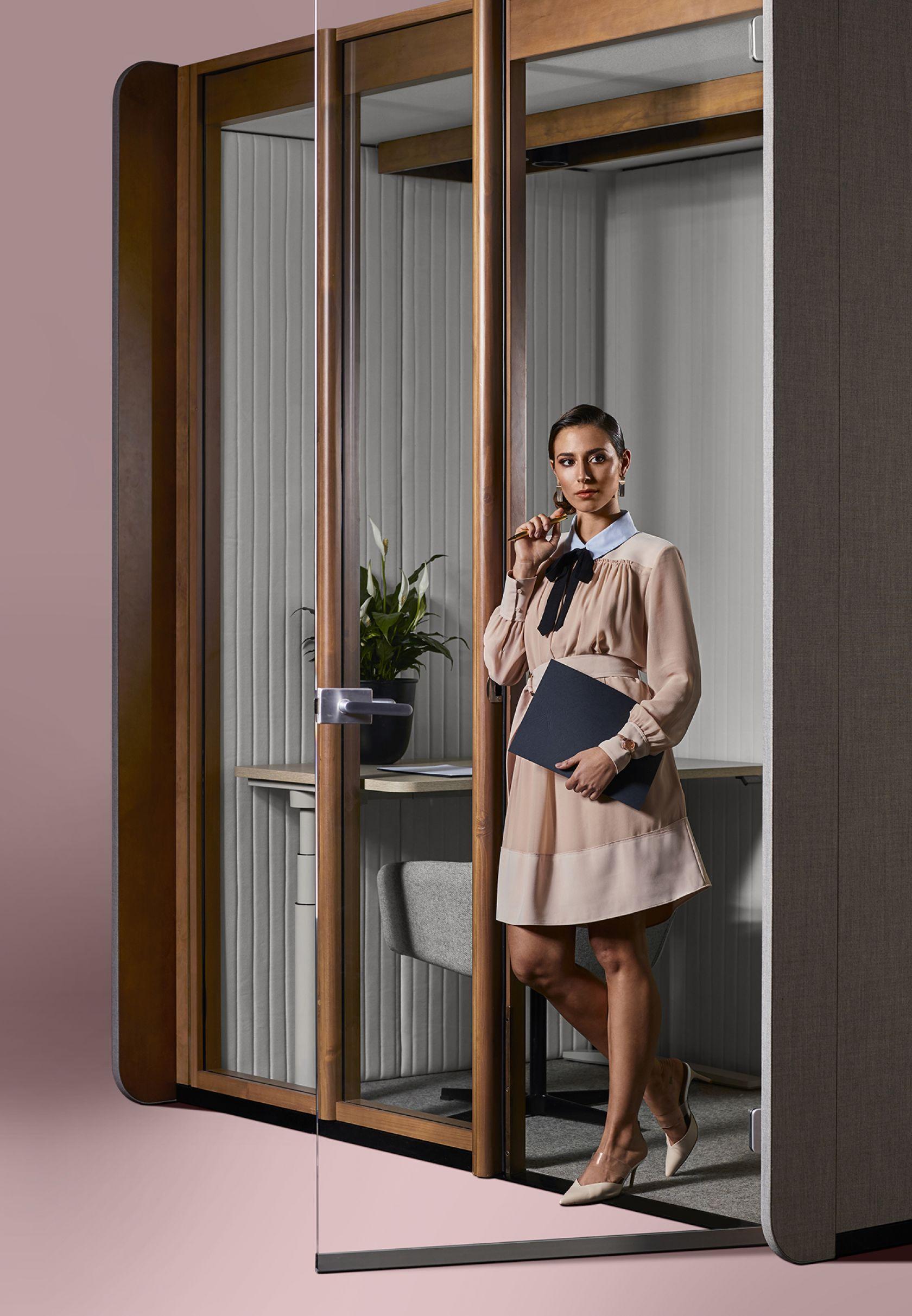 Focus Quiet Work Room / Exterior (portrait)